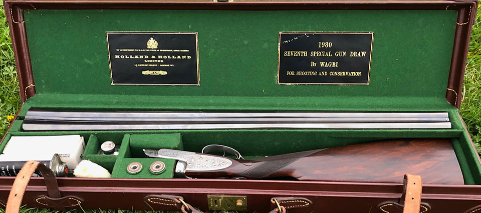 Labels in the lid attest to the gun's origin.